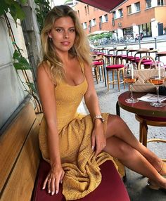 All smiles at today's lunch at one of my favorite places in London, Chiltern Firehouse 💛 Natasha Oakley, Fashion Mode, Girl Fashion, Fashion Outfits, Vacation Outfits, Summer Outfits, Im A Cool Girl, Sexy Photography, Urban Chic