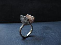 Anello fatto a mano realizzato in argento 925 e rame.