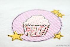 Süßer Muffin aus dem Sterne Muffin Doodle Stickdateien Set von KerstinBremer.de. ♥ So cute! Muffin appliqué embroidery for embroidery machines. #sticken #nähmalen #nähen