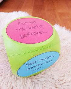 Reflexionswürfel 🎲😊 - Kat M - Classroom Organisation, Classroom Management, Cake Games, Teacher Tools, Holiday Cocktails, Few Ingredients, School Classroom, Cakes And More, Primary School