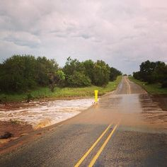 Creeks are on a rise! Praises! #txwx #igtexas #snaptexas #onioncreek #dosstx #gillespiecounty @texasstormchasers ... pic.twitter.com/QJHlSTsF3N