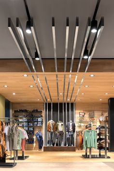 The combination of glamour, baseness and dynamics can be found in the interior design, as well as in the fashion sold in Tayler Stores: Selected trend brands in all price segments from basic to premium is the strength of the multi-label.