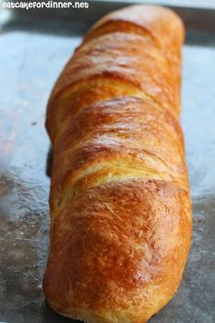 I have just found the PERFECT french bread recipe. It tastes just like, if not better, than my FAVORITE store-bought french bread -. bread recipe Soft and Chewy French Bread with Garlic Spread Bread Bun, Easy Bread, Bread Rolls, Bread Diet, Brioche Bread, Homemade French Bread, Homemade Breads, French Bread Recipes, Sweet French Bread Recipe