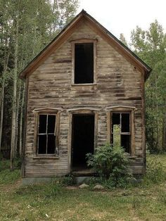 """Abandoned house in Ironton, Colorado, an uninhabited ghost town a few miles south of Ouray. Ironton was once a """"bedroom community"""" for the mining industry. Old Abandoned Buildings, Abandoned Property, Abandoned Mansions, Old Buildings, Abandoned Places, Abandoned Castles, Abandoned Belgium, Old Farm Houses, Old Barns"""