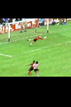 Remata Juan Gilberto Funes, River Plate visita Costa Rica por la Copa Interamericana, empata a 0, luciendose el arquero Alejandro Gonzalez, figura de la Liga de los años 80s.