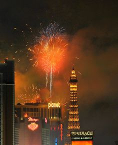 Fireworks On Las Vegas | Nevada (by eldancer1)