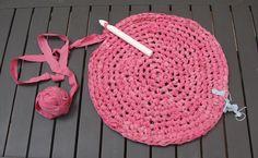 ¿Frío o Caliente? Una alfombra de Crochet con tiras de sábanas : x4duros.com