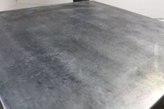 VanHook & Co.: Aging Zinc -- adding patina to a table top Zinc Table, Patio Table, A Table, Diy Patio, Dinner Table, Furniture Makeover, Diy Furniture, Zinc Countertops, Heng Long