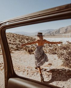 Young, wild, and free. Going back to the desert for Coachella weekend 2 with babe Are you festival-ready? Desert Photography, Creative Photography, Portrait Photography, Fashion Photography, Mode Rock, Shotting Photo, Desert Fashion, Indie Fashion, Photoshoot Inspiration