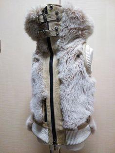 毛足の長いフェイクファーと厚手の山羊革でできたミリタリーベスト。|ハンドメイド、手作り、手仕事品の通販・販売・購入ならCreema。 Creema, Fur Coat, Golf, Handmade, Jackets, Fashion, Down Jackets, Moda, Hand Made