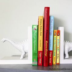 I am DYING over these adorable #diy dinosaur bookends by…