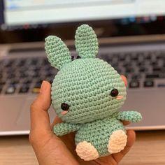 Amigurumi Jenny the Jellyfish crochet pattern. Crochet Kawaii, Beau Crochet, Crochet Mignon, Cute Crochet, Beautiful Crochet, Crochet Crafts, Single Crochet, Crochet Projects, Knit Crochet