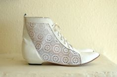 vintage ankle boots / white leather and lace pixie boots / size 8