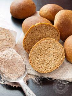 Grahamki klasyczne - jak z dawnych lat - najlepszy przepis Bread Recipes, Cake Recipes, Bread Bun, Bread Pizza, Cornbread, Baked Goods, Bakery, Food And Drink, Yummy Food