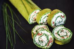 Špenátová roláda bez mouky//spinach roll without flour Spinach Rolls, Sushi, Food And Drink, Pasta, Bread, Snacks, Cooking, Ethnic Recipes, Kitchen
