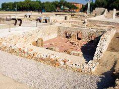 Antiguo foro monumental de la ciudad romana de Complutum, origen de la actual Alcalá de Henares (Madrid)