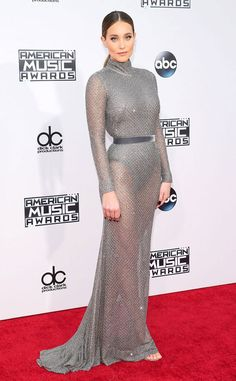 Hannah+Davis+from+2015+American+Music+Awards:+Red+Carpet+Arrivals  The+Sports+Illustrated+cover+girl+stuns+in+a+silver+mesh+gown+with+some+leg+to+boot!