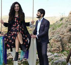 Cute Couple Videos, Cute Couple Pictures, Turkish Men, Turkish Actors, Movie Couples, Cute Couples, Space Phone Wallpaper, Best Friends Shoot, Bikini Tattoo