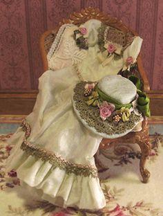 Vestido de seda Victorian Botón Perla y sombrero
