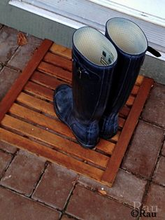 A simple yet practical and durable cedar door mat. Designed and built by Rau. Product of British Columbia's forests.