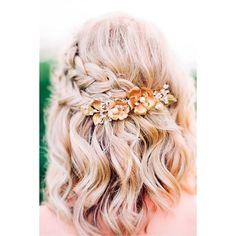 33 Amazing Prom Hairstyles for Short Hair ❤ liked on Polyvore featuring beauty products, haircare and hair styling tools #PromHairstylesShort