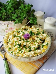 Egg Salad with Rice and Corn Raw Food Recipes, Salad Recipes, Vegetarian Recipes, Cooking Recipes, Healthy Recipes, Healthy Dishes, Healthy Snacks, Healthy Eating, Salate Warm