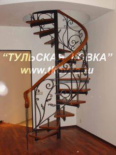 Кованая винтовая лестница. Wrought iron spiral staircase.