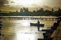 Atardece en Baracoa Cuba. #travel #traveling #wanderlust #cuba #sunset #atardecer #puestadesol #baracoa #color #picoftheday #travelgram #instatravel #travelphotography #boat #barca #sun #sol #muelle #sea #mar