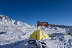 Pik Lenina 2014, Spis treści: Dnia 26 lipca 2014 roku samodzielnie zorganizowana wyprawa w składzie Łukasz Kocewiak i Jakub Szczerba kończy się pełnym sukcesem. Celem było zdobycie w stylu alpejskim jednego ze szczytów w górach Pamir mierzącego ponad 7000 metrów wysokości. Mowa tutaj o Piku Lenina (7134m n.p.m), który znajduje się na pograniczu Kirgizji i Tadżykistanu. #travel #podróże #piklenina #leninpeak #kartkazpodrozy