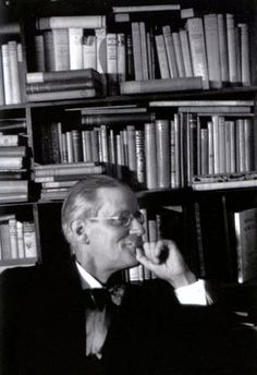 James Joyce, dans la librairie de Sylvia Beach, Shakespeare and Company, rue de l'Odéon, Paris (Gisèle Freund, 1939)