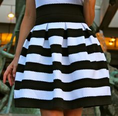 I can not resist to show you one of the acquisitions for the Oh My Looks online-shop… the skirt of today´s. Cute Fashion, Urban Fashion, Fashion Outfits, Womens Fashion, Black And White Skirt, Black White, Pretty Outfits, Cool Outfits, Stripe Skirt