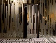 25 Ideas Enhancing Modern Room Design with Invisible or Eye Catching Interior Doors Screen Design, Door Design, Modern Room Design, Partition Design, Art Deco Design, Wall Treatments, Office Interiors, Screens, Lobbies