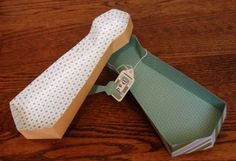 Here's a very cute idea for a DIY Father's Day giftbox. It's shaped like a tie and thanks to the free template can be easily made by anybody. Gifts For Boys, Fathers Day Gifts, Paper Box Template, Gift Wraping, Father's Day Diy, Printable Crafts, Printables, Craft Bags, School Gifts