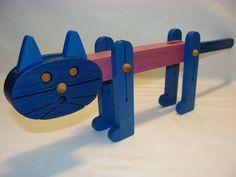 """Винтажный середины века деревянный кот. Размеры примерно, 17"""" длинный (с хвостом торчит прямо) X 6"""" высокий X 11,5"""" длины (тела, от головы к началу хвоста) X 2"""" шириной."""