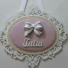 Para uma princesa. Decoration Buffet, Baby Lane, Picture Frame Decor, Diy Baby Gifts, Yarn Wall Hanging, Baby Shower Princess, Diy Letters, Baby Keepsake, Frame Crafts