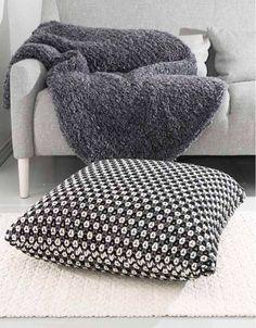 Paula -floor pillow by Pia Heilä for Lankava Oy. http://www.lankava.fi/WebRoot/esito/Shops/esito/MediaGallery/OHJEET/Paula_lattiatyyny.pdf