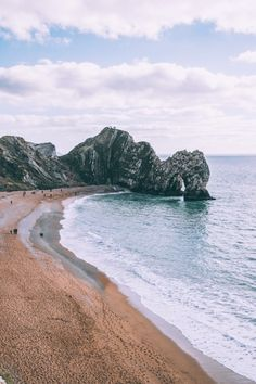 13 Captivating Spots Around The World To Seek The Fallen Kingdom Places To Travel, Travel Destinations, Places To Go, Dinosaur Valley State Park, The Beach, Sand Beach, Royal Garden, Filming Locations, Beach Photos