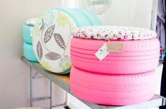Oh my gosh I love these, how cute would they be around a fire pit, could even use indoor outdoor fabric I have old tires! I can make awesome little tire seats! Diy Projects To Try, Home Projects, Craft Projects, Tire Seats, Tire Chairs, Tire Table, Eco Deco, Old Tires, Recycled Tires