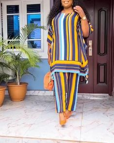 Latest African Fashion Dresses, African Print Dresses, African Dresses For Women, African Print Fashion, African Attire, Shift Dress Outfit, Elegant Woman, Elegant Chic, African Fashion Traditional