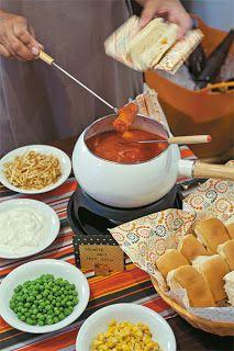 Isso Vícia: Quem disse que rechaud de fondue serve só para chocolate, queijo e carnes? Que tal fazer um cachorro quente?