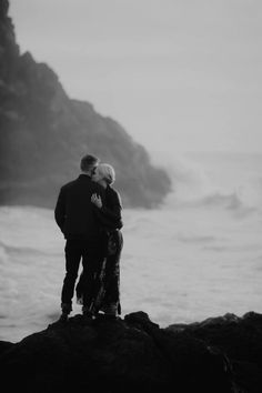 Gorgeous beautiful couples black and white photography Evan Green, Black And White Couples, Romance, Photo Black, Best Photographers, Engagement Shoots, Bradley Mountain, Couple Photography, Black And White Photography