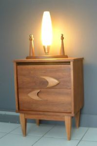 Buy or cry on pinterest teak montreal and commode vintage - Lampe de table de nuit ...