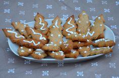 Encore une jolie recette de petits sablés pour les fêtes. La recette provient du très joli blog Chefnini. Ingrédients pour environ 50 biscuits : 230 g de farine T45 80 g de sucre en poudre 80 g de beurre 1 cuill. à soupe de miel 1 oeuf 1/2 sachet de levure...