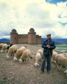 Castillo de la Calahorra Granada .Esta estampa es hoy mismo si te gusta lo autentico...