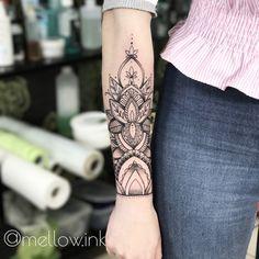 #mellowink #linework  #myart #tattoo #tattooart #wildflowers #flowerstattoo #geometric #flowers #graphic #graphictattoo #tattoodesign #blackart #blacktattooart #dotwork #dotworktattoo #floristictattoo #Graphicdesign