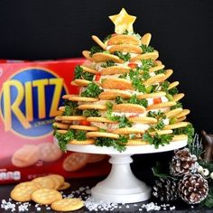 This Holiday RITZ Veggie Cream Cheese Appetizer Tree is so incredibly easy to prepare and will give you that wow-factor with your guests! This Holiday RITZ Veggie Cream Cheese Appetizer Tree is so incredibly easy to prepare and will give you that Christmas Party Food, Vegan Christmas, Xmas Food, Christmas Appetizers, Christmas Cooking, Cheese Appetizers, Appetizers For Party, Appetizer Recipes, Ritz Crackers
