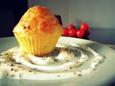 Brioșe…bune și ușor de făcut sub toate formele. Dar de ce să fie doar dulci? Ei bine azi am făcut și din cele sărate: brânză și cașcaval: cu adevarat delicioase ! Timp de preparare: 25 minute Cantitate: 12 bucăti Ingrediente: 200 g făină – aproximativ 1 pahar jumate 100ml lapte ( sau apă plată) 3 …