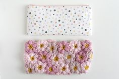 Here is the video link to make the fabric pouch that you attach your crochet floral exterior to. https://www.youtube.com/watch?v=G4eMLVrfdXY