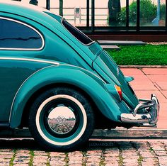 Petrol, in all kinds: The taste of Petrol and Porcelain Combi Vw T2, Turquoise Cottage, Kdf Wagen, Beetle Car, Vw Vintage, Shades Of Teal, Cute Cars, Vw Beetles, Dream Cars