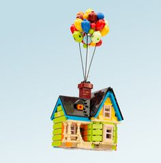Up is one of my favorite movies ever. It's such a creative premise, and a timeless love story. I love this LEGO Up house! Lego Toys, Lego Duplo, Disney Up House, Legos, Micro Lego, Lego Sculptures, Lego Challenge, Lego Display, Amazing Lego Creations